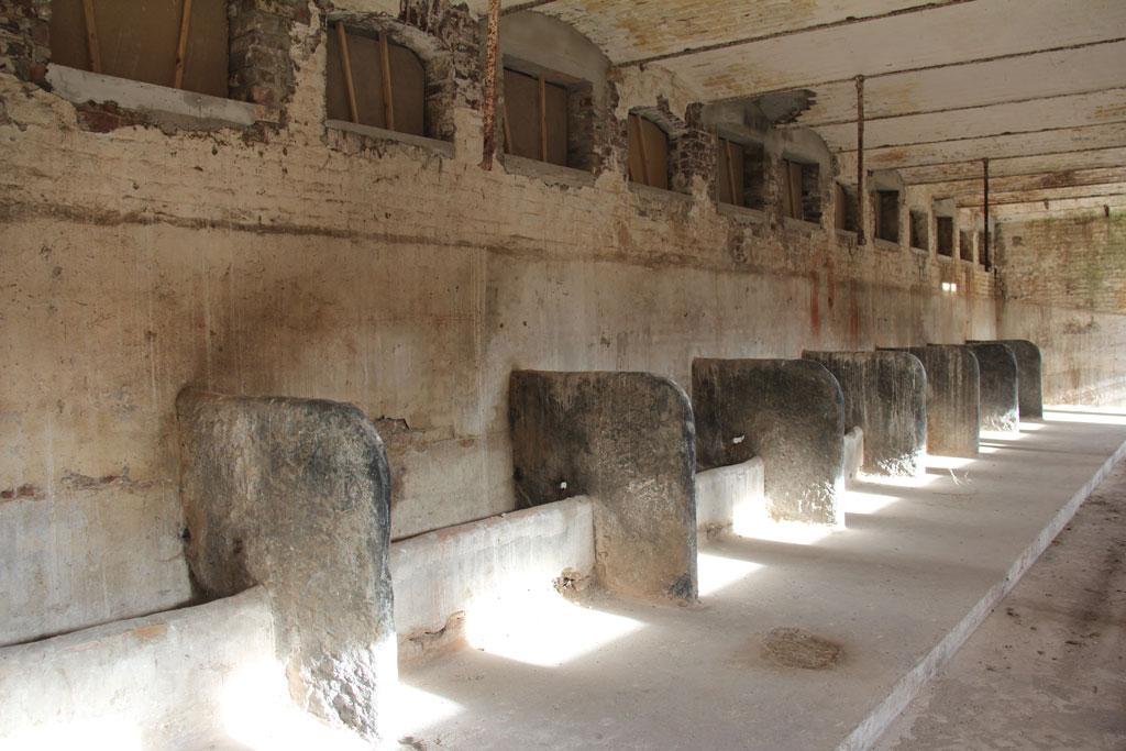 Intérieur des anciennes étables de la Ferme Braquaval