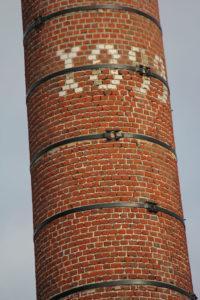 La cheminée de l'ancienne teinturerie Declercq, rue du Général Leclerc