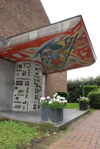 Entrée de la chapelle Sainte Thérèse, rue de Croix.